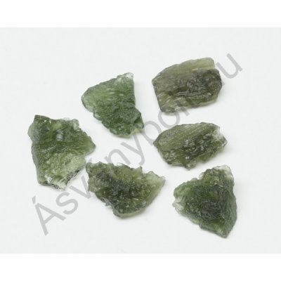 Moldavit természetes kicsi meteorit