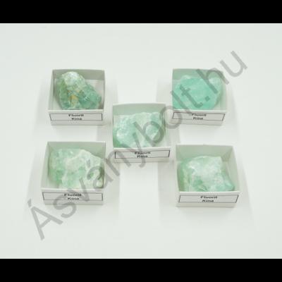 Fluorit tört ásvány dobozban